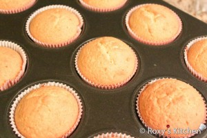 Strawberry Cupcakes - Bake cupcakes for 20 minutes