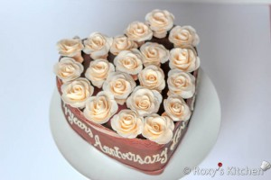 Arrange the fondant roses on the cake